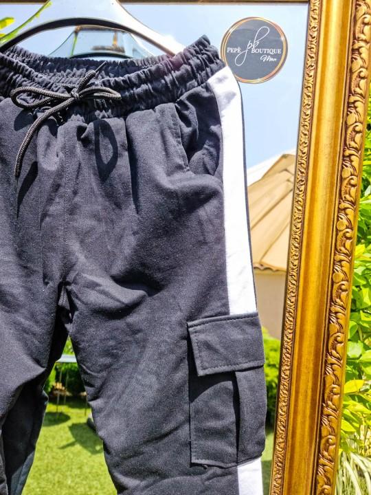 Мъжко черни спортно долнище с бяла лента